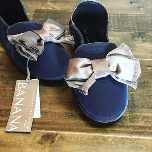 Banana Republic velvet slippers with a bow